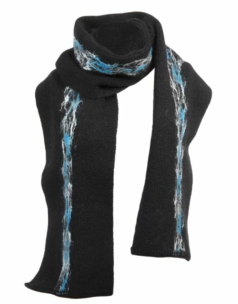 white-turquoise scarf, gjoska.is